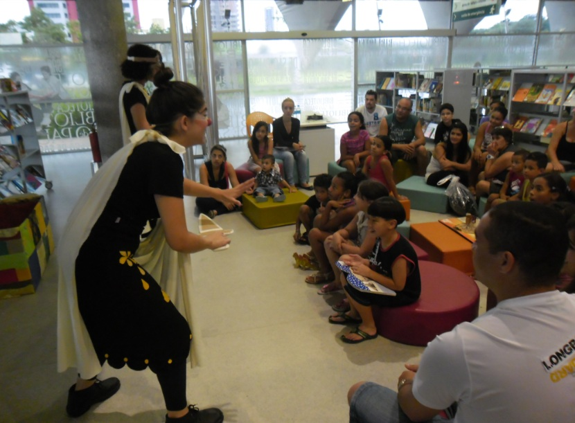 Hora do conto com Com Júlia Pires e Juliana Oliveira, do Clã - Estúdio das Artes Cômicas