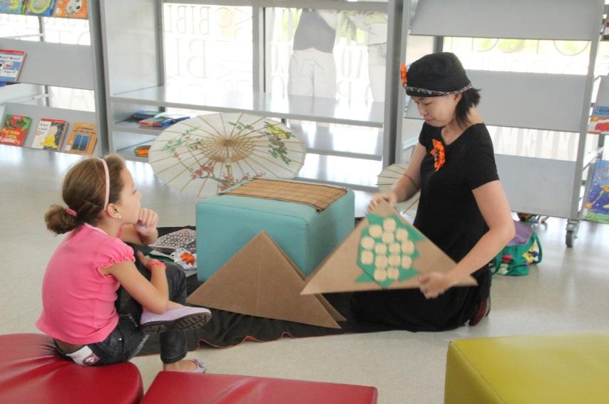 Histórias contadas com Origamis e Audiodescrição, com Irene Tanabe