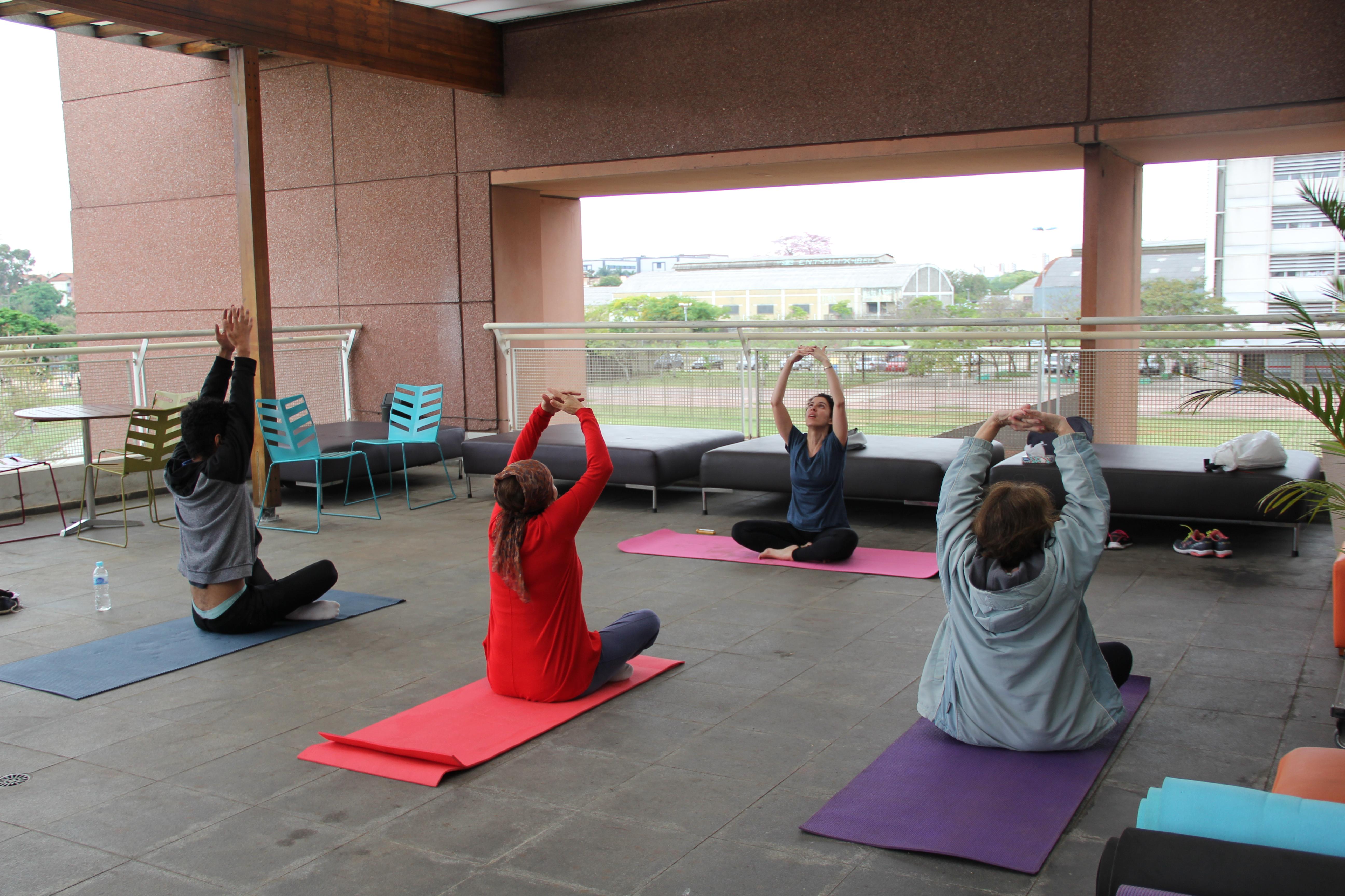 06.10 - Compartilhando saberes_Yoga. Com Amanda Velloso - Equipe SPLeituras 1