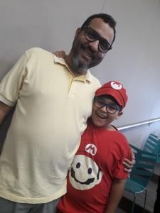 Helbert e o filho Gabriel.  Foto: Equipe SP Leituras.