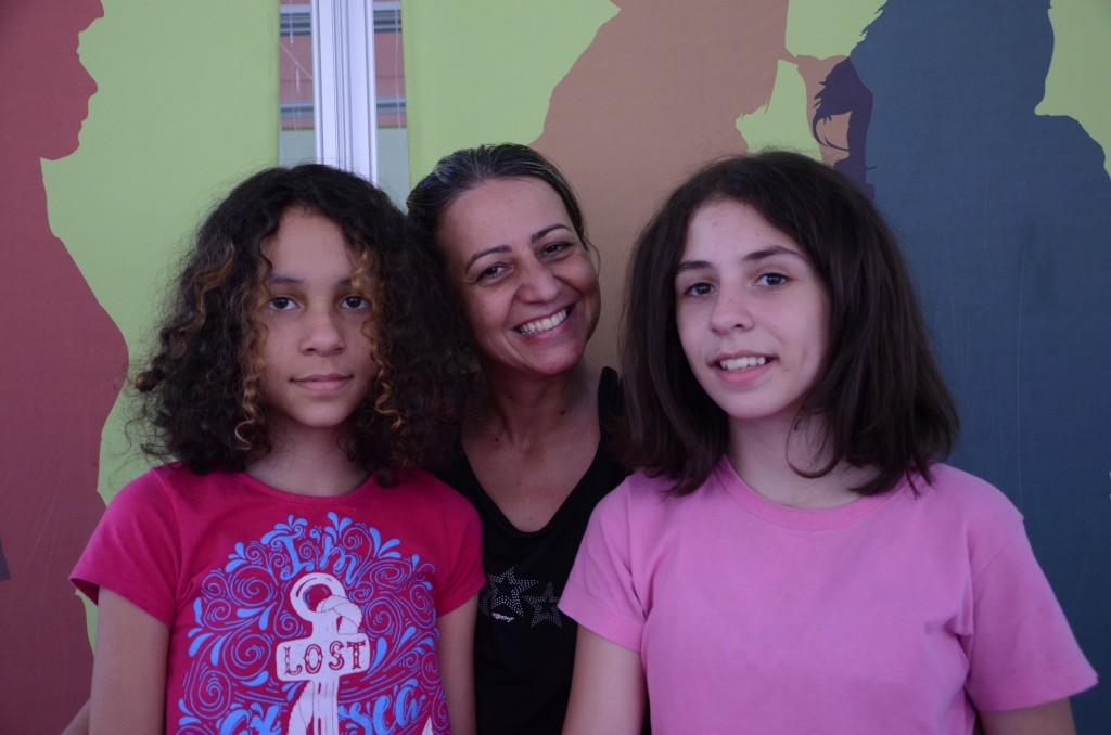 Renata com a filha Manuela e a amiga Letícia. Foto: Equipe SP Leituras.