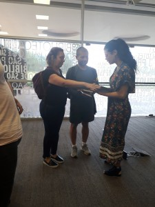 Wagner e Marcela com Ana Paula Maia. Foto: Equipe SP Leituras.