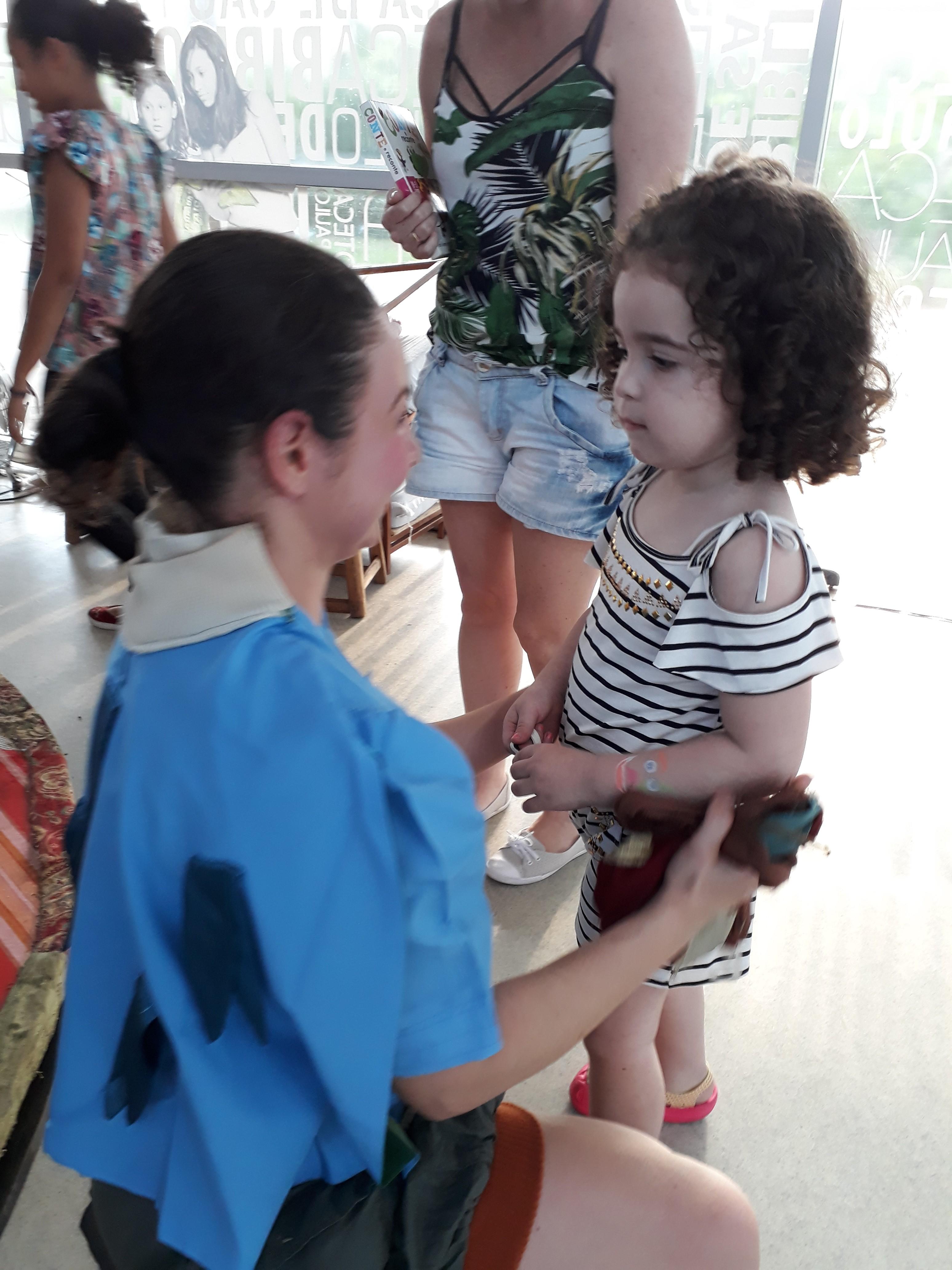 Gabriela com a Cia. Le Plat du Jour. Foto: Equipe SP Leituras.