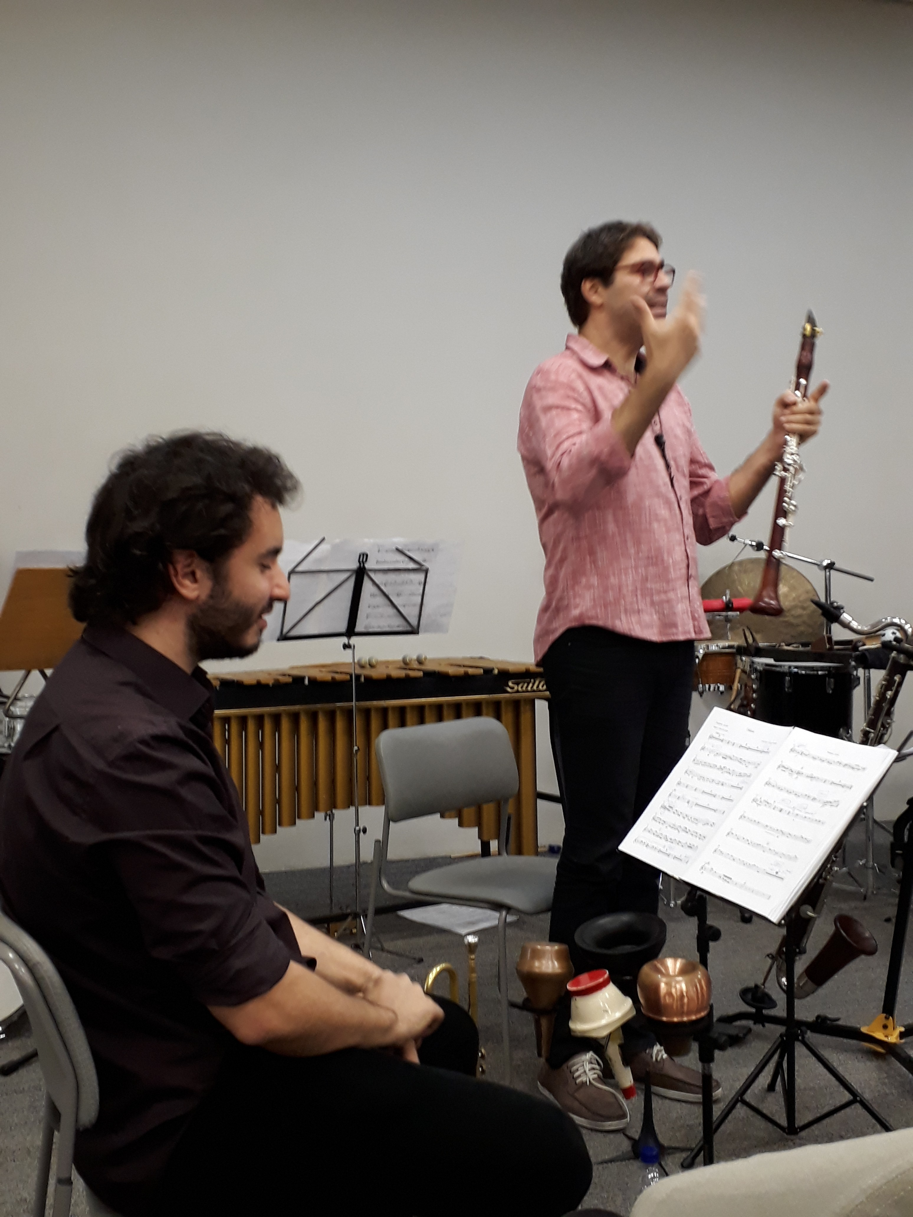 Alexandre Ribeiro (em pé). Percorso Ensemble. Foto: Equipe SP Leituras.