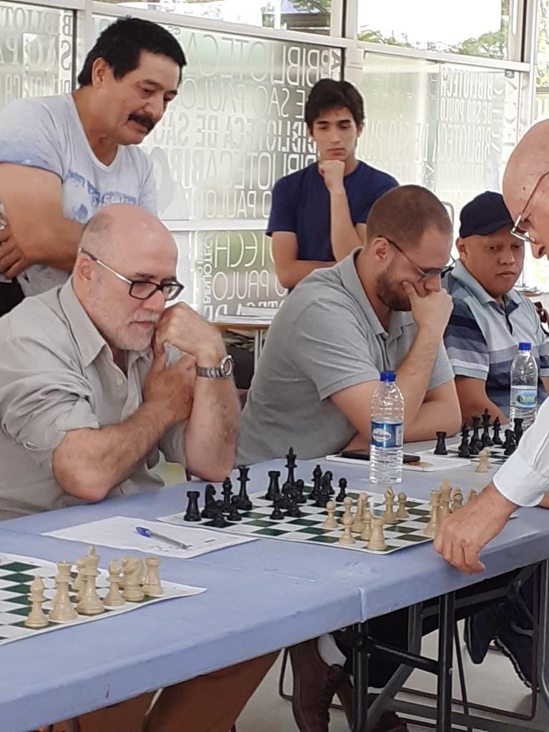 Celso e Renato, com Mequinho. Foto: Equipe SP Leituras.