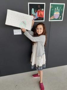 Inspirada nas ilustrações em exposição, Carol, de 7 anos, fez seu próprio desenho