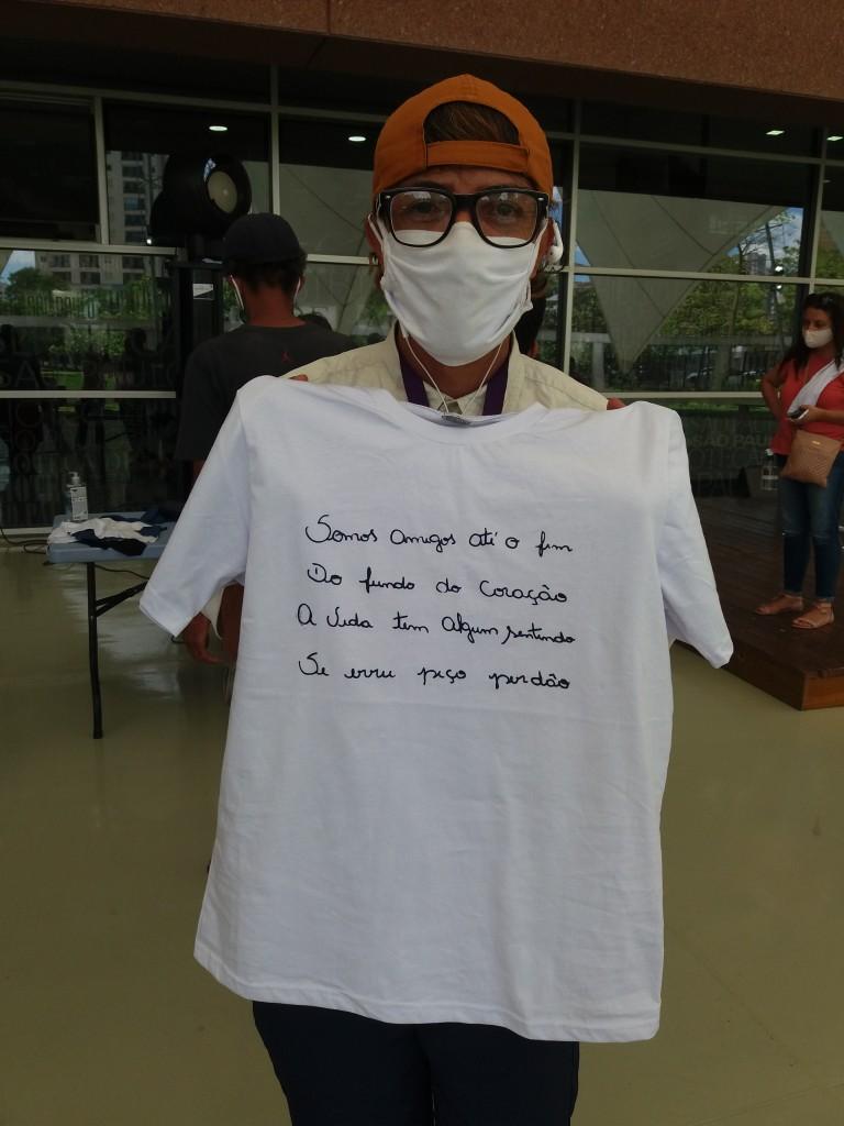 Camiseta e poesia